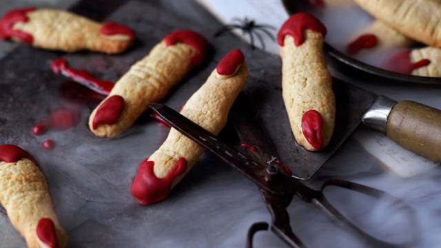 Ladies fingers (almond biscuits)