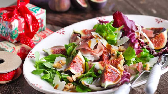 Salad with figs and parmesan
