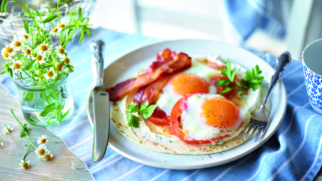 Tortilla with Bacon, Fried Egg and Tomato