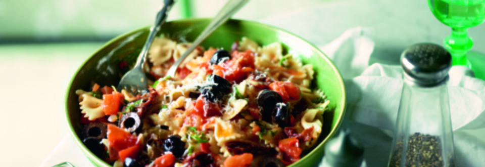 One Pot Pasta with Two Tomatoes and Olives